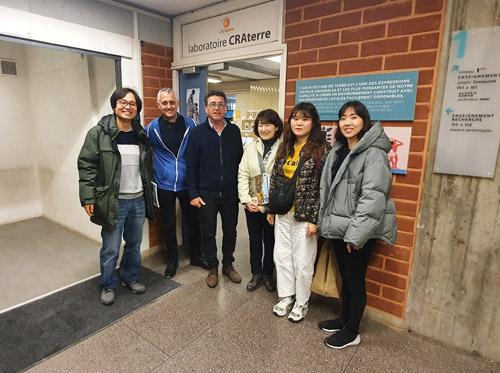 Visite d'une délégation coréenne au laboratoire CRAterre